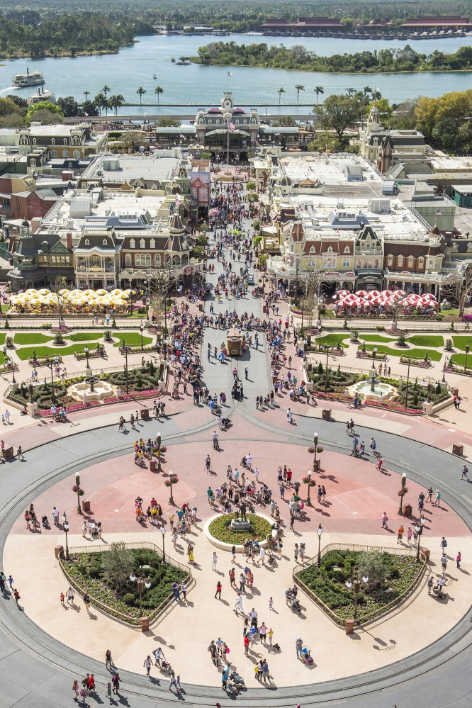"ResortLoop.com Episode 266 – Some of your favorite spots to ""People Watch"" in a Disney Park!"