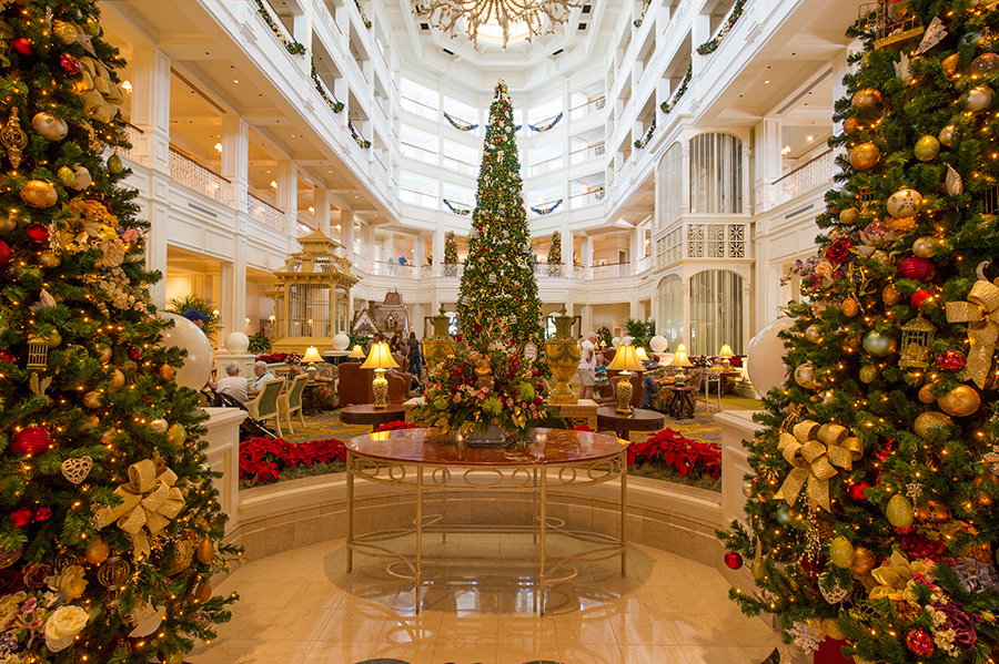 ResortLoop.com Episode 172 – Top 5 Holiday Decorated Disney Resort Lobbies