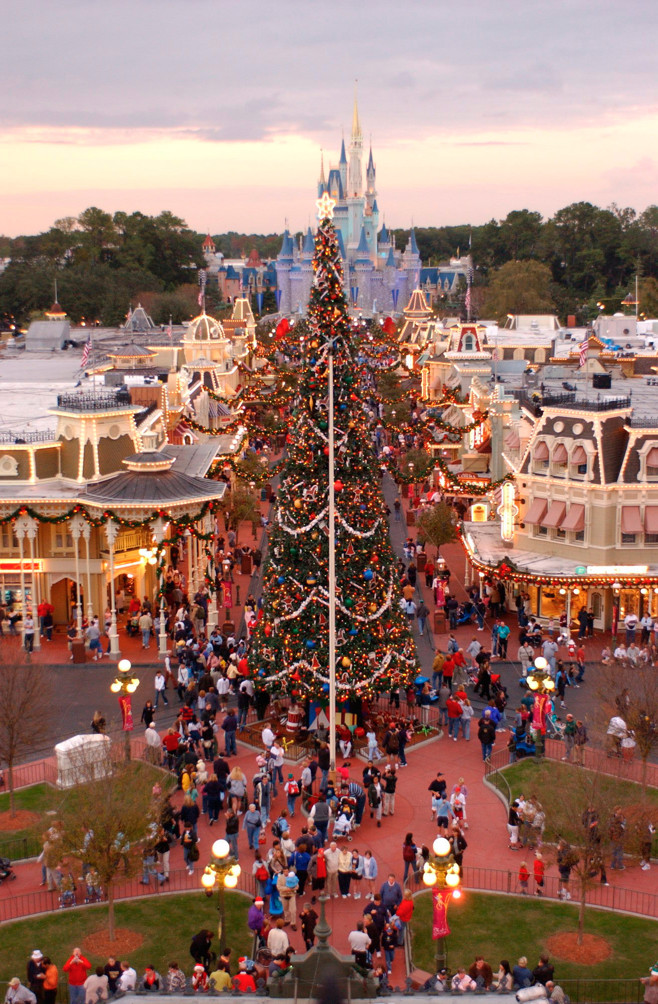 ResortLoop.com Episode 161 – Christmas at WDW with only a Very Merry Christmas Party Ticket