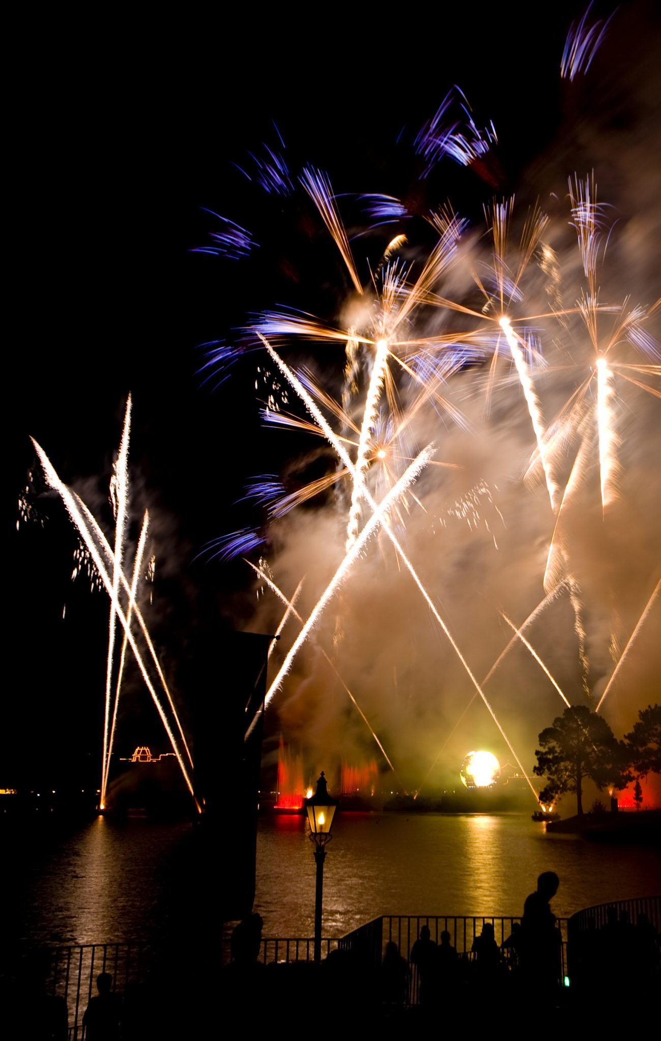 "ResortLoop.com Episode 422 – LooperNation's ""#One Tip"" For Watching Illuminations!"